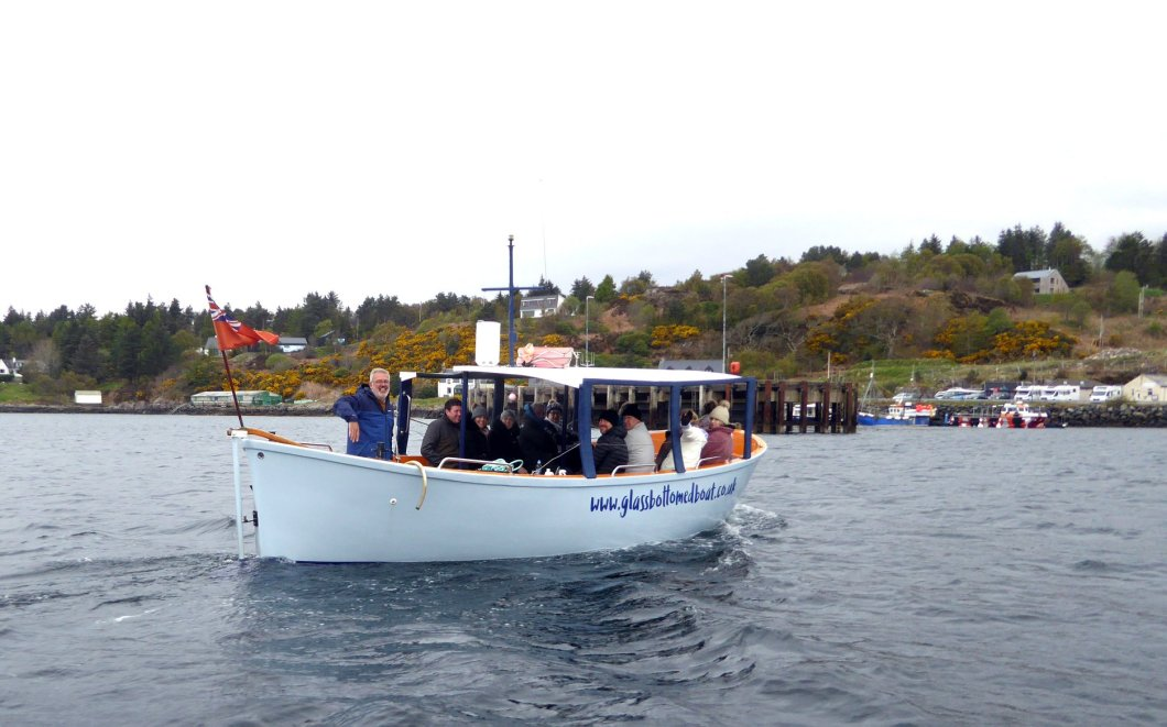 Glassbottomedboat